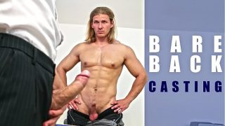 GAYWIRE – Hunk Body Builder Flexes His Muscles And Gets Bareback Cock In His Ass