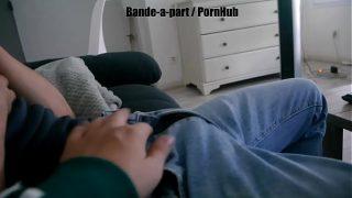 Je touche le boxer de mon pote Hétéro qui regarde un porno / french amateur